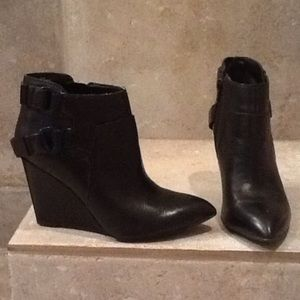 Nine West Pointed Toe Booties 6 Black Leather